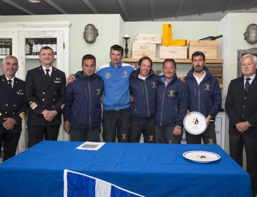 Il J24 della Marina Militare La Superba vince con otto primi su otto prove.